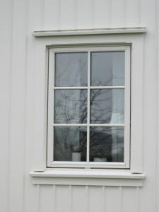 Gamaldags fodring runt fönstret